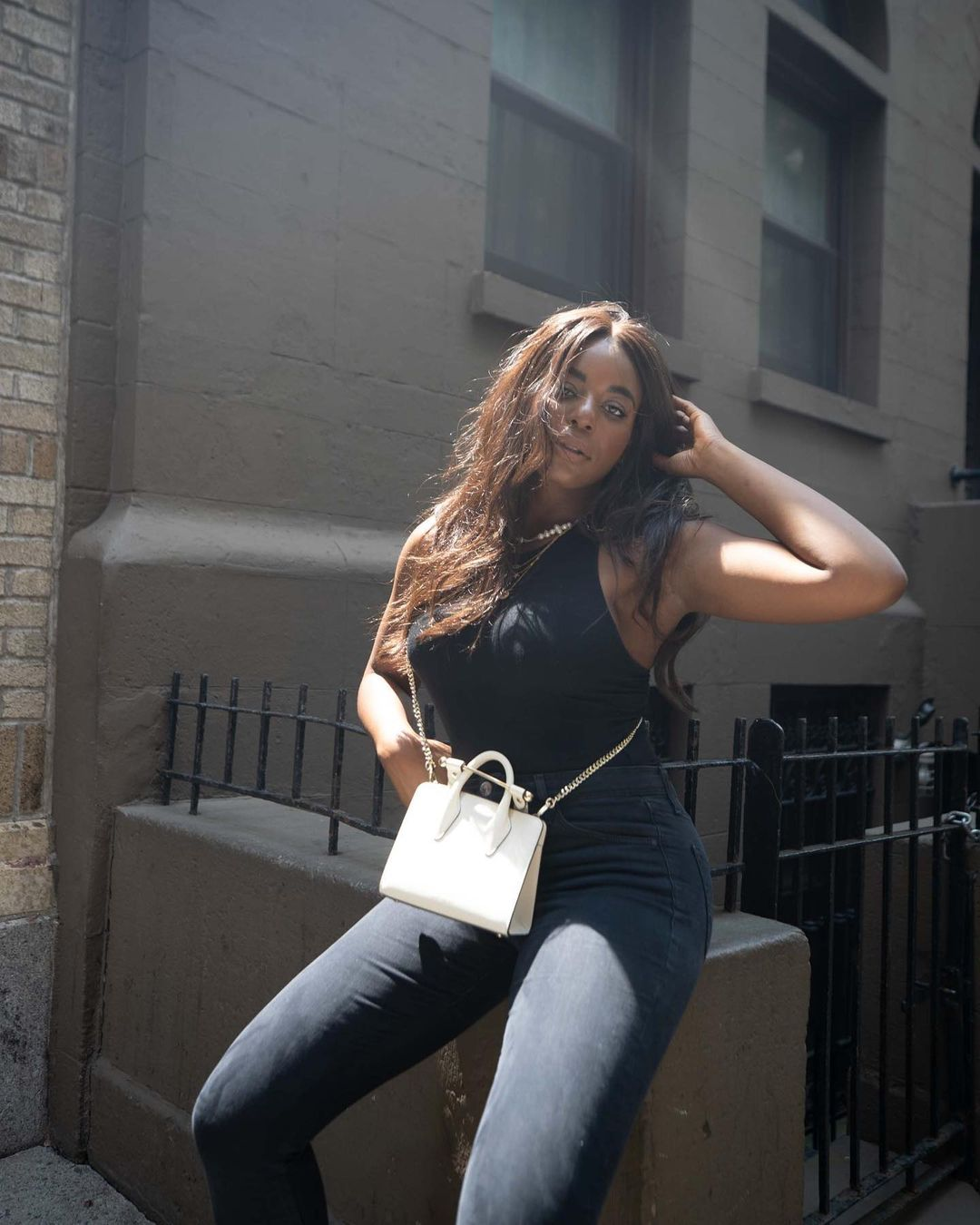 Kaye Bassey in a minimalist capsule wardrobe outfit with blank tank top, grey denim and a white tote bag